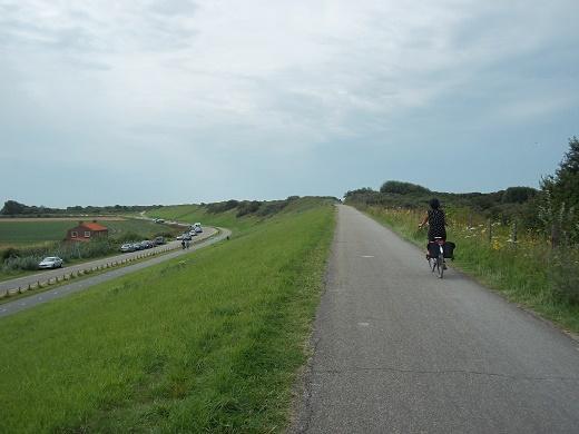 fietsen op de dijk